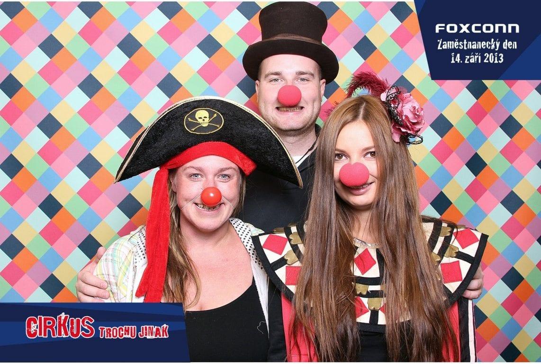 fotokoutek-foxconn-cirkus-trochu-jinak-56780