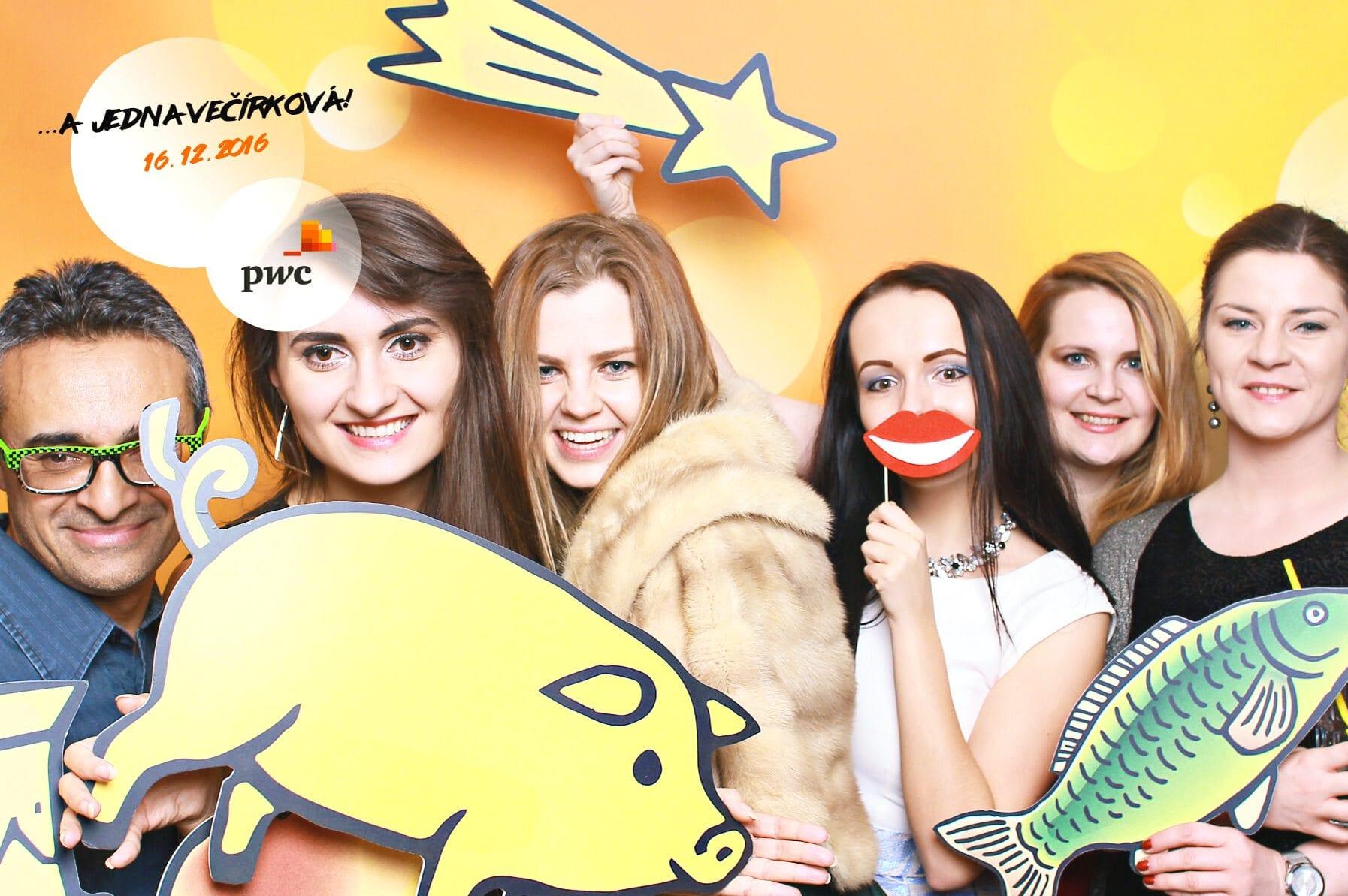 fotokoutek-pwc-a-jedna-vecirkova-16-12-2016-194302