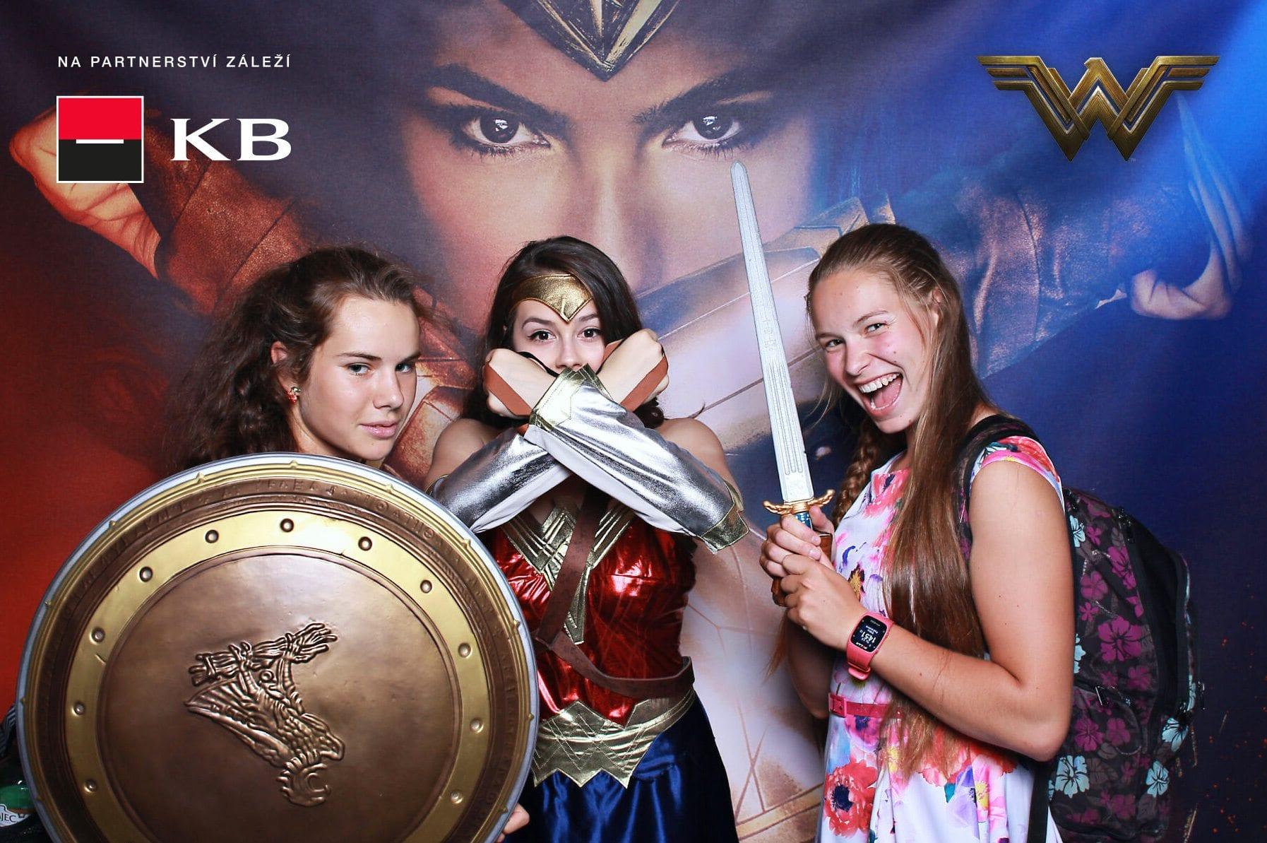 fotokoutek-komercni-banka-wonder-woman-2-6-2017-259659