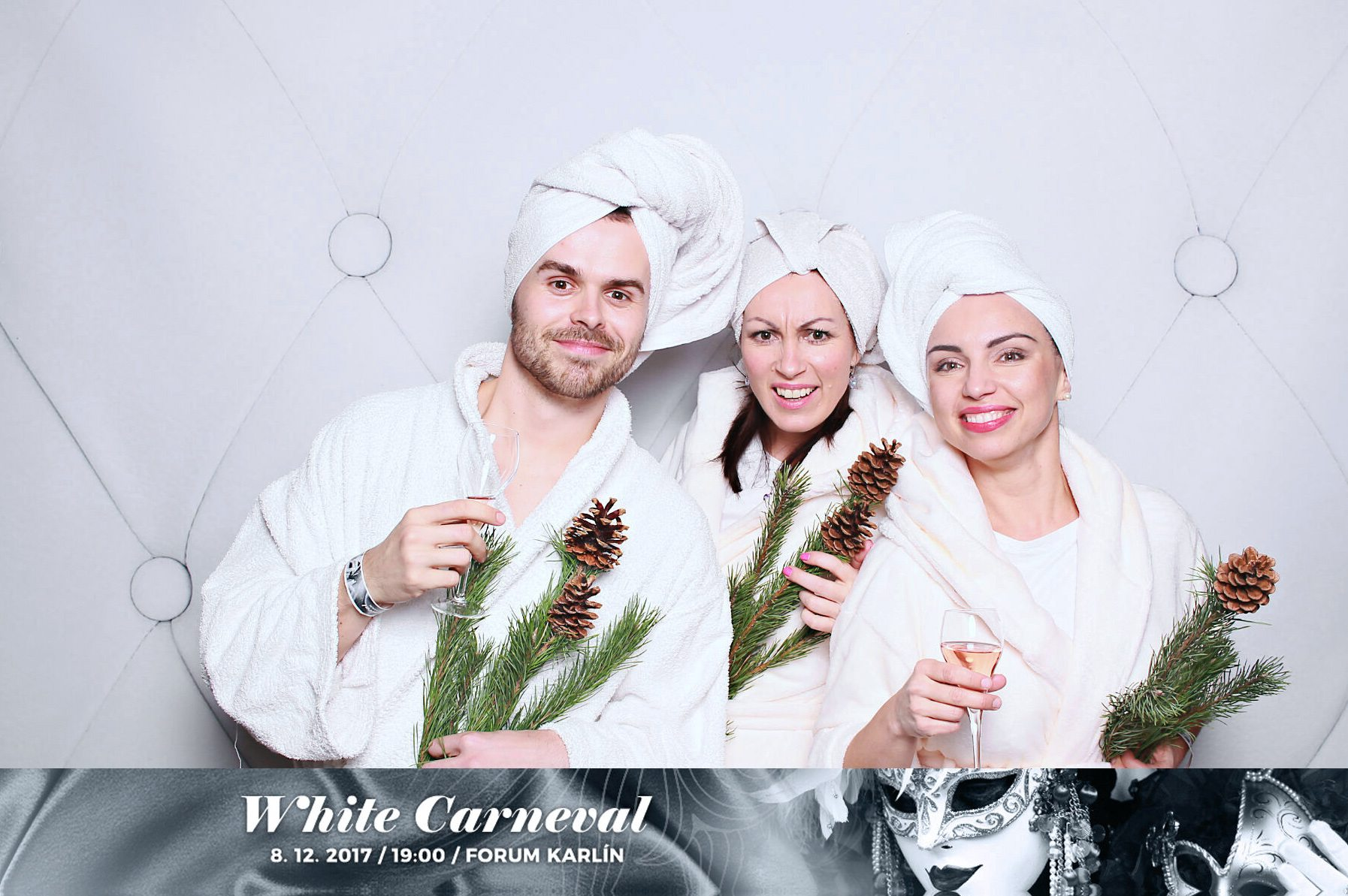 fotokoutek-white-carneval-1-forum-karlin-8-12-2017-355417