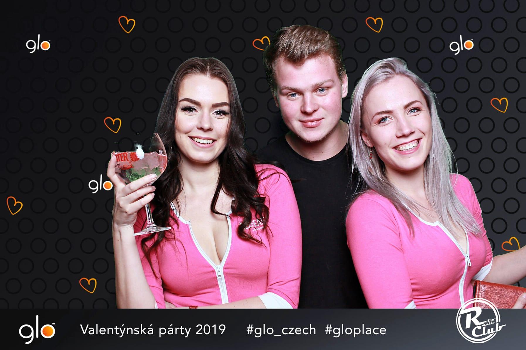 fotokoutek-glo-retro-music-club-15-2-2019-581435