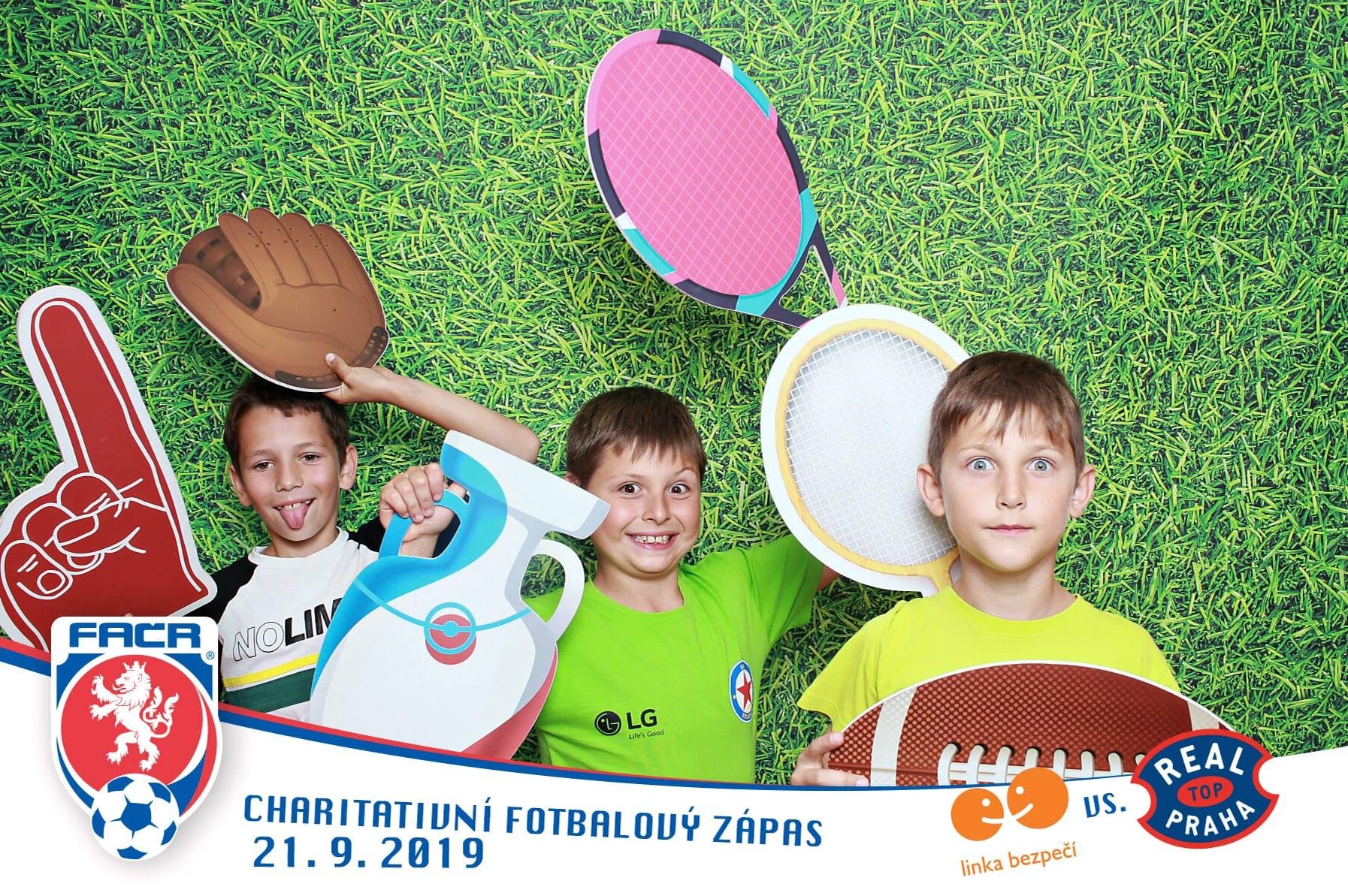 fotokoutek-praha-charitativni-fotbalovy-zapas-linka-bezpeci-vs-real-top-praha-21-9-2019-655645
