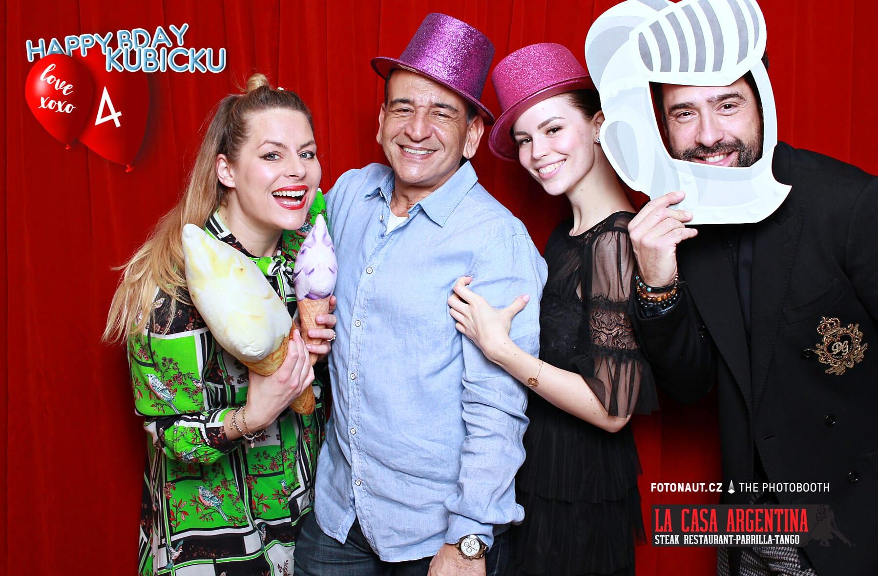 fotokoutek-oslava-praha-la-casa-argentina-7-3-2020-723490