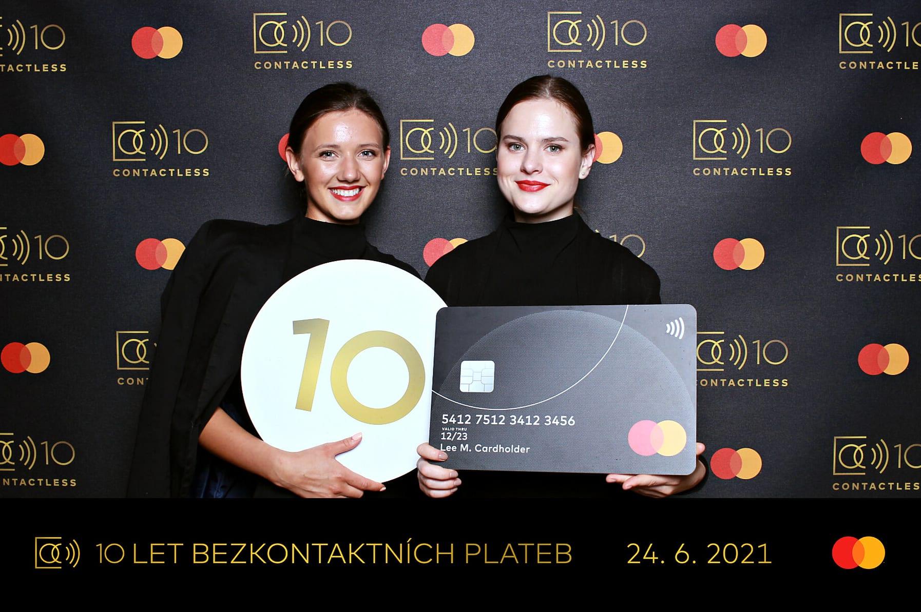 fotokoutek-mastercard-10-let-bezkontaktnich-plateb-24-6-2021-734386