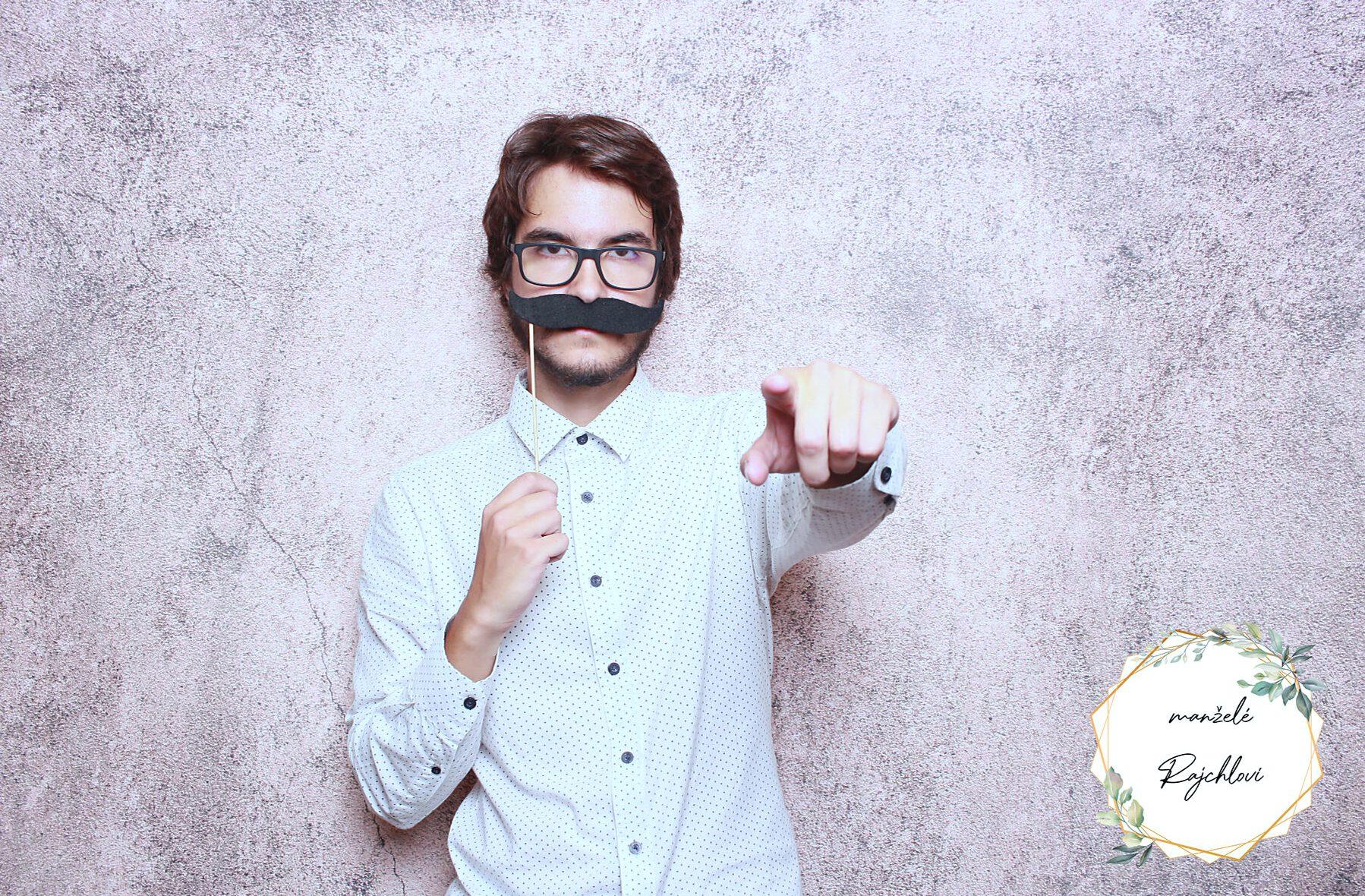 fotokoutek-oslava-praha-svatba-rajchlovi-28-8-2021-743495